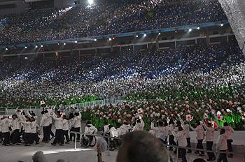 [写真]バンクーバーパラリンピック開会式、日本選手団入場