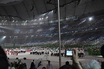 [写真]バンクーバーパラリンピック開会式、選手入場
