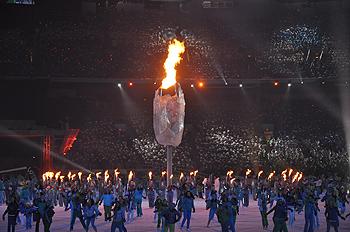 [写真]バンクーバーパラリンピック開会式、聖火の点灯