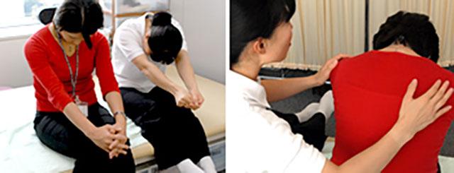 [写真]肩こり解消のストレッチ