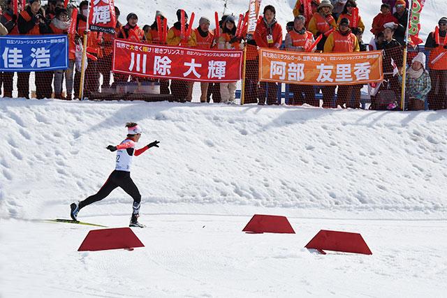 [写真]川除選手のダイナミックな滑走