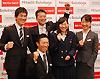[写真]ソチ2014パラリンピック冬季大会代表の4選手と荒井監督