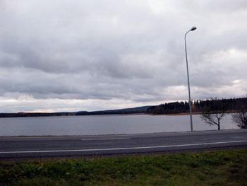 [写真]ソトカモに行く途中に見える湖の景色