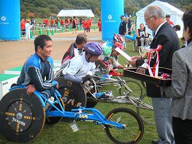[写真]とまこまいマラソン大会表彰式