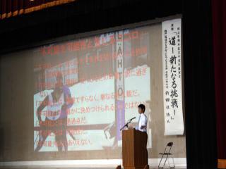 [写真]講演する新田選手