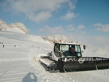 [写真]圧雪車